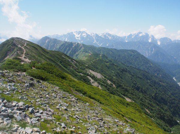 赤岩尾根分岐から爺ヶ岳の登山ルート案内。遠景に剱岳と立山が望めます。北アルプス登山ルートガイド。Japan Alps mountain climbing route guide
