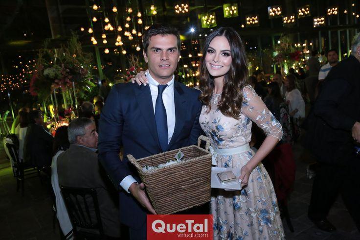 Los padrinos, Juan Carlos Valladares y Ximena Navarrete.