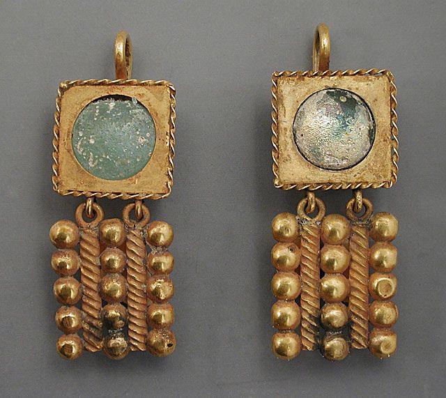 Eastern Mediterranean, Roman Pair of Gold Earrings, 3rd century AD |