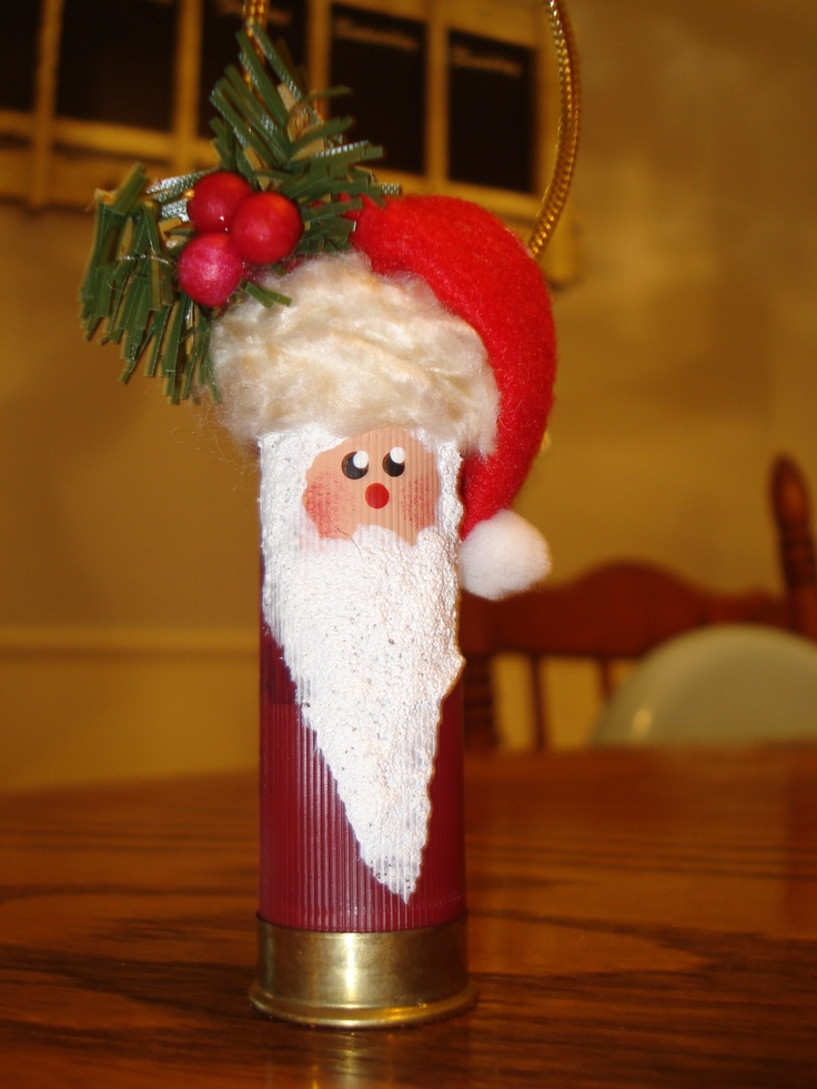 I love this shot gun shell Santa I bought at a craft show this fall. Would love to make some. I have one that I bought several years ago. It's neat and doesn't look like it would be hard to make.