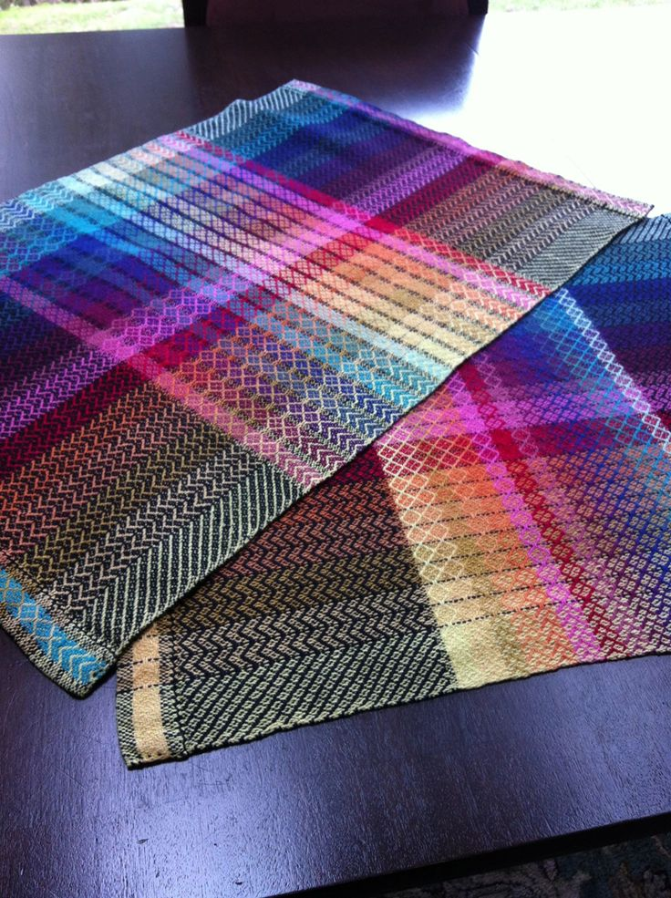 Compare one with black stripe between colors, and one with the colors woven right next to each other.