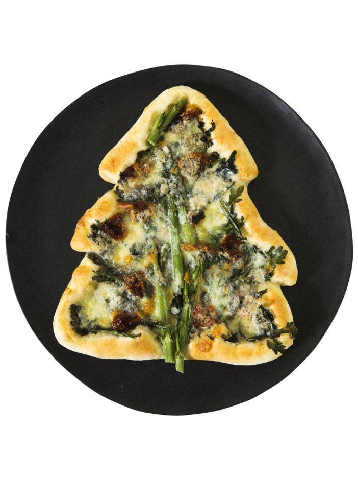 春菊の苦みがブルーチーズの風味と合う大人テイスト 『ELLE a table』はおしゃれで簡単なレシピが満載!