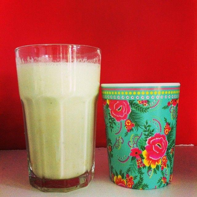 Smoothie met galia meloen, lekkere zoete zomerse smaken in een glas! Recept op Chowie.