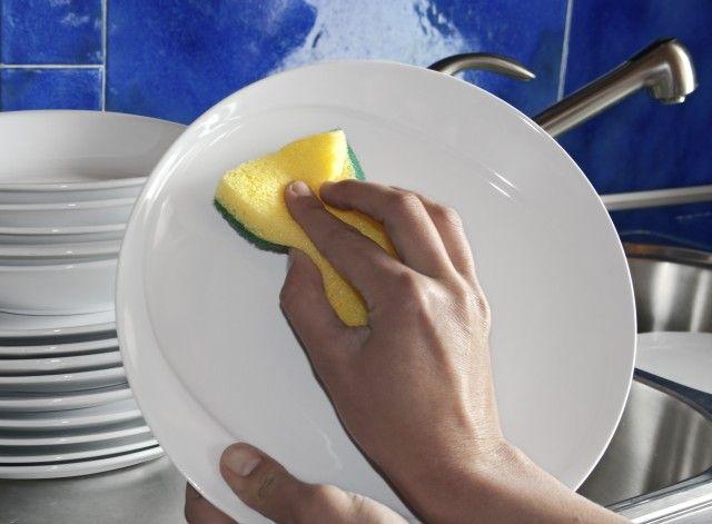 Detersivo per piatti ecologico fai da te: come realizzarlo