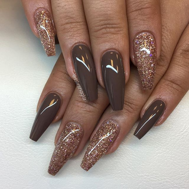 """""""Vanilla Brown"""" med rosé glitter allt finns hos #lillynails"""
