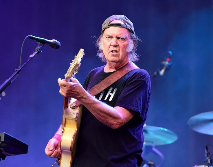 Neil Young Urges Boycott of Non-Organic Cotton | Rolling Stone