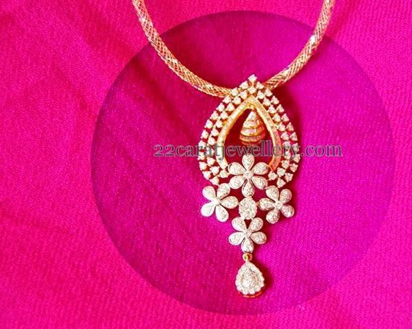 Jewellery Designs: Floral Pendant in Chandbali Patterned