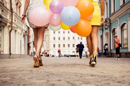 Best friend, sleek heels, balloons and a quaint town to wander, what more could a girl ask for?