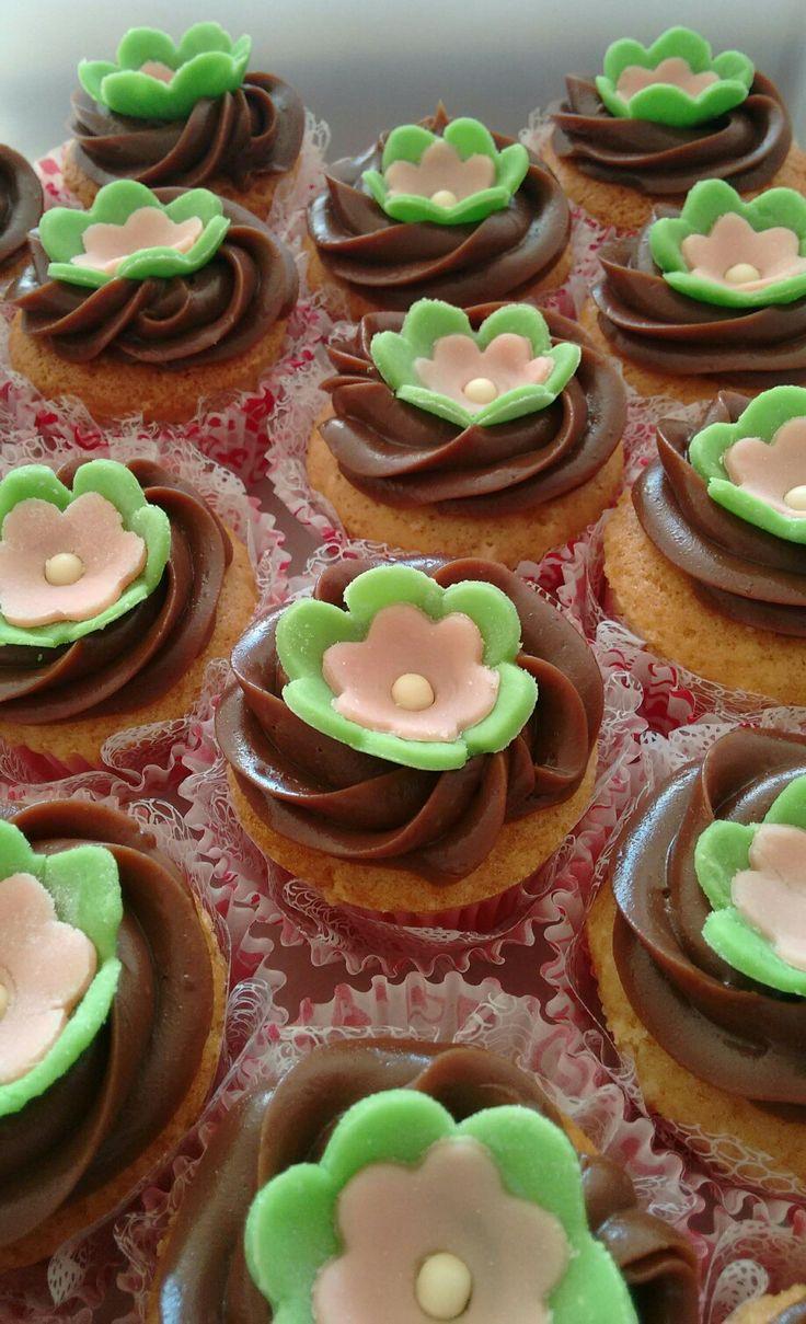 Cupcake de iogurte e decoração feita com pasta de Leite Ninho. 11/06/16                                                                                                                                                     Mais