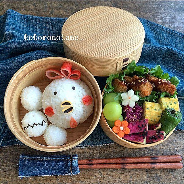 ❁.*⋆✧°.*⋆✧❁ Today's bento. ・ ニワトリ+たまご で こんにちは。 ・ ・ #こころのたね弁当 ❁.*⋆✧°.*⋆✧°.*⋆✧°❁