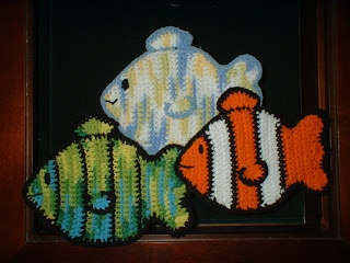 Free Fish Potholder Pattern. Nemo! Great gift for the seafarer or fisherman on your Christmas list!  Oh, yeah, btw.....I can see this as a bag too. ¯\_(ツ)_/¯