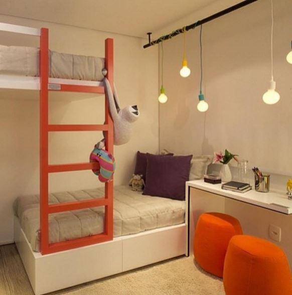 quarto de menina, branco, madeira, roxo, laranja, beliche