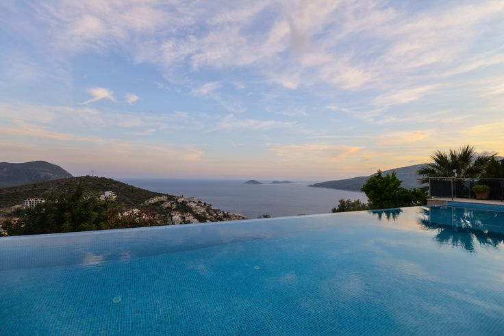 Lavaya Villa / Infinity pool
