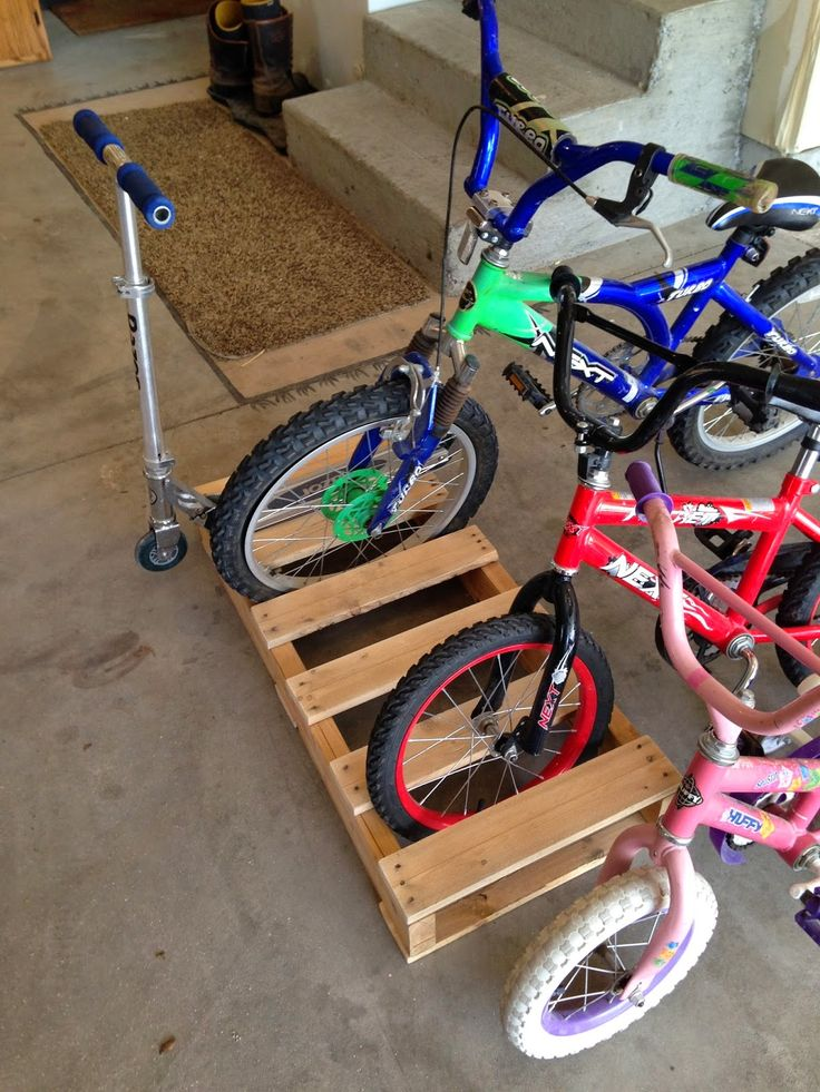 Best 25 pallet bike racks ideas on pinterest bike for Diy outdoor bike storage