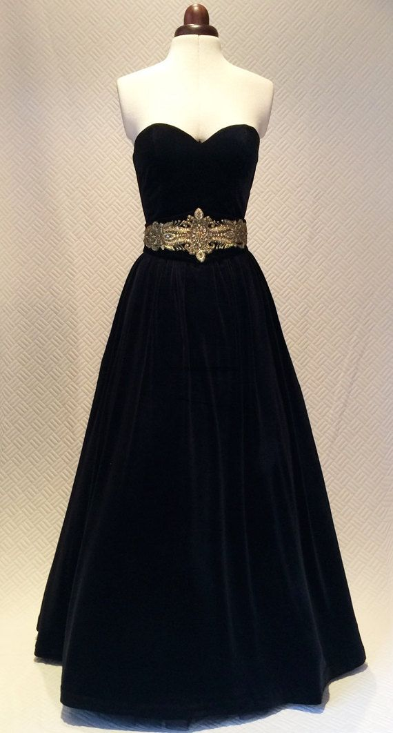 Ball gown vintage style dress velvet dress prom dress by Valdenize