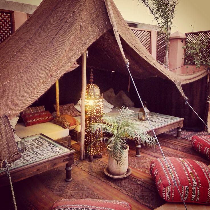 Nueva palmerita y nuevos Pufs para la jaima de la terraza del Riad. ❤️ #riadpalaciodelasespecias #palmera #marrakech #jaima