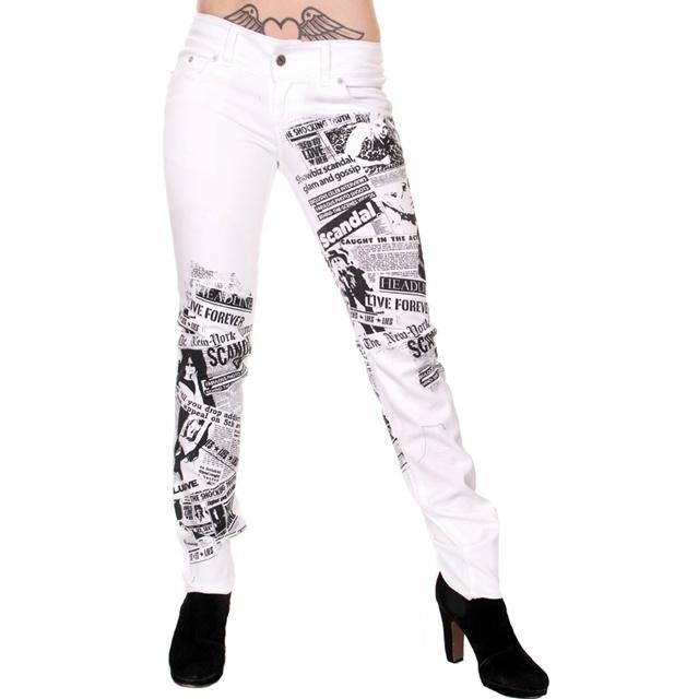Hvide jeans med et tvist