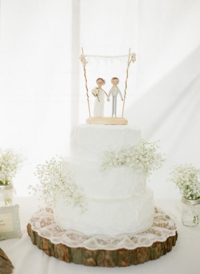 25 Inspiring Baby's Breath Arrangements for Weddings: Baby's Breath Cake Decoration