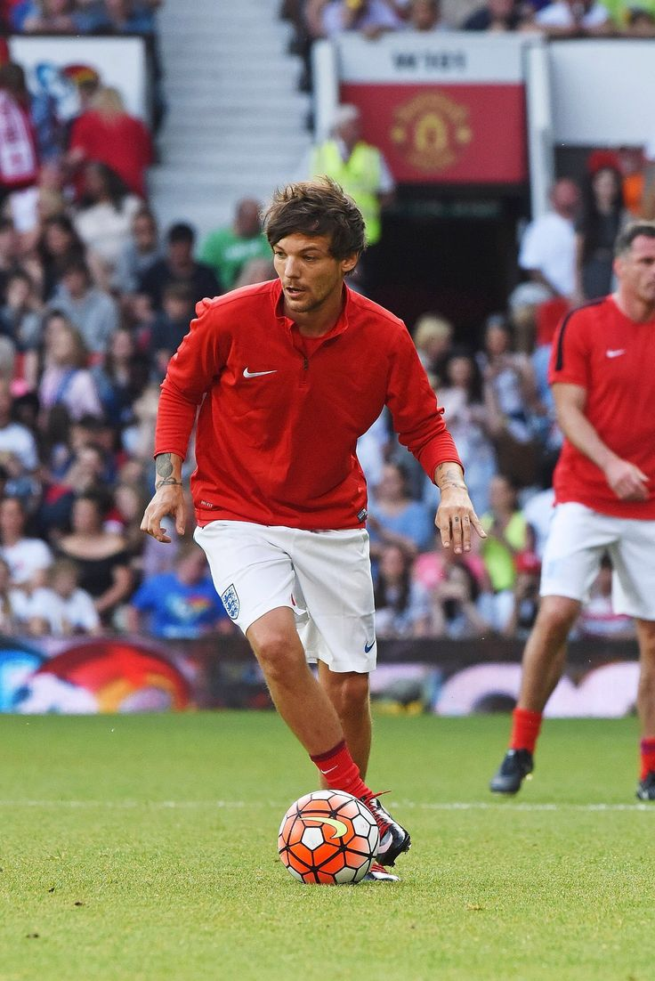 Louis tomlinson lets his hair down in manchester after splitting from - Louis Socceraid2016 Unicef