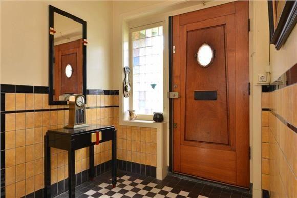 Beethovenlaan 45 3533 ES Utrecht zwart wit 10x10 dubbelhradgebakken tegelvloer | tegellambrsiering geel  | monique van waes mozaiek.com