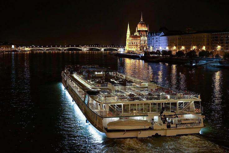 Crystal Mozart in the night on Danube river . Crystal Mozart River Cruise #nightphotography #streetphotography #living_europe #budapest #budapeste #loves_hungary #budapestagram #architecture #archilovers #hungary #cityphotography #ighungary #europe #cityscape #cityview #loves_landscap