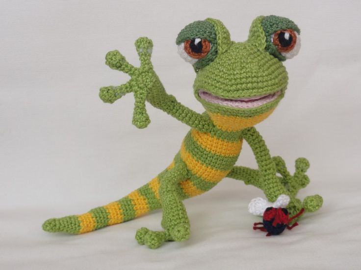 Following this pattern the final size of Giorgio the Gecko will be approximately 30 cm. The pattern is available in English and can be purchased in my Etsy shop or on Craftsy. After completion of your order the PDF file containing the pattern can be downloaded immediately from Etsy or Craftsy. More photos available on […]