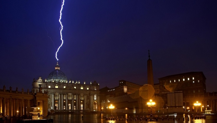 Lightning strikes St Peter's dome on the Day Pope Resigns