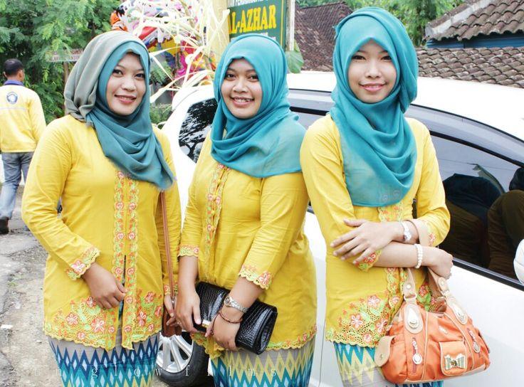 Yellow kebaya with hijab tosca