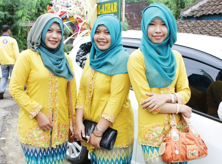 Yellow kebaya with hijab tosca