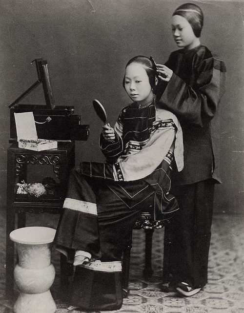 Chinese woman with maid - John Thomson 1868