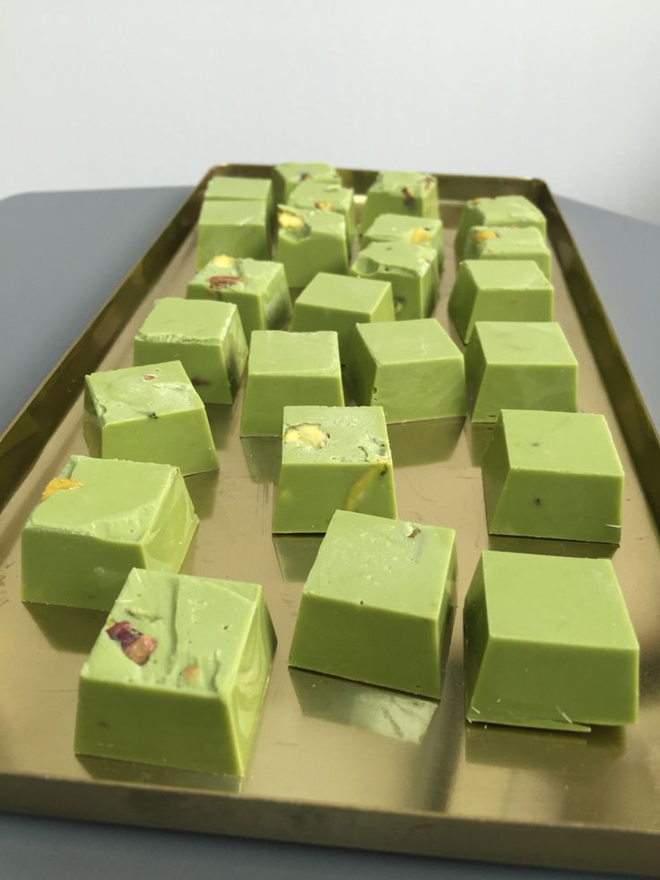 Cocoa meraki Green tea and pistachio white chocolate cubes