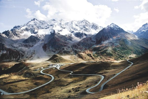 Curves Route des Grandes Alpes / Stefan Bogner