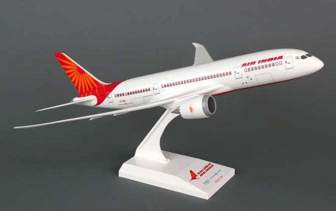Skymarks Air India Boeing 787-8 Dreamliner 1/200 Plastic Model