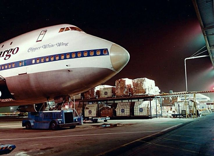 Nighttime cargo operations. Pan Am's 747 Clipper White Wing takes on cargo as she prepares for a trans-Pacific flight. - Pan Am (@FlyPanAm) | Twitter