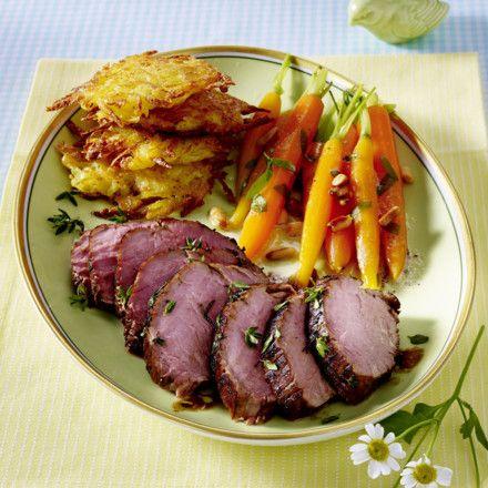 Balsamico-Thymian-Schweinefilet mit Kartoffel-Parmesan-Plätzchen und Estragon-Möhrchen