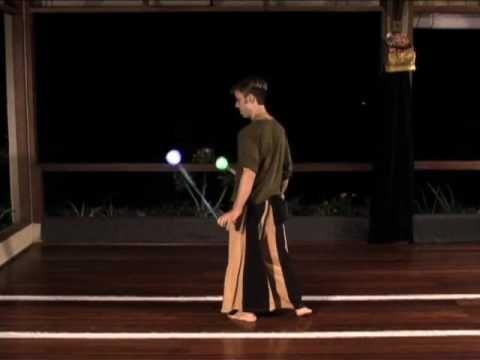 Beginner Poi Spinning Tutorial: Linking the Reels