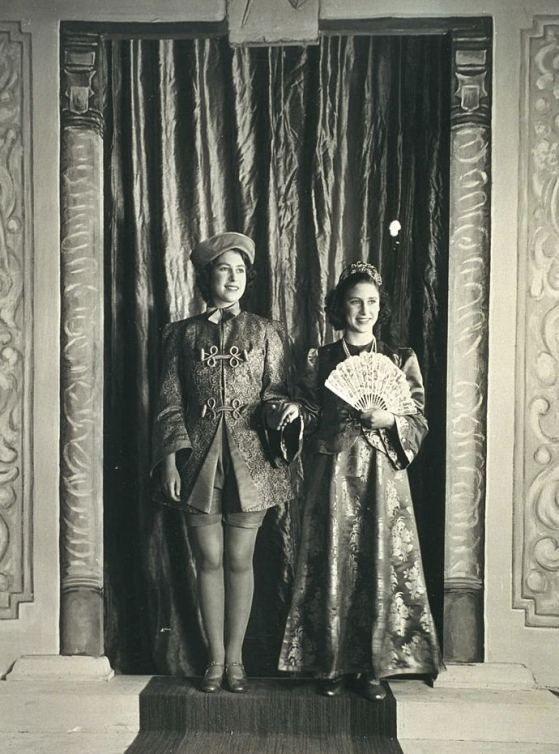 """""""Аладдин"""", 1943 г., соответственно, Елизавете - 17 лет, Маргарет - 13."""