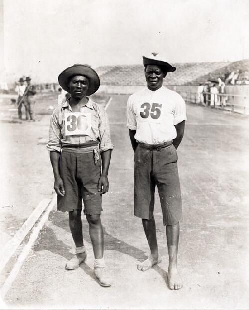Len Tau et Jan Mashiani furent les premiers athletes noir a participer au marathon lors des jeux olympique en 1904