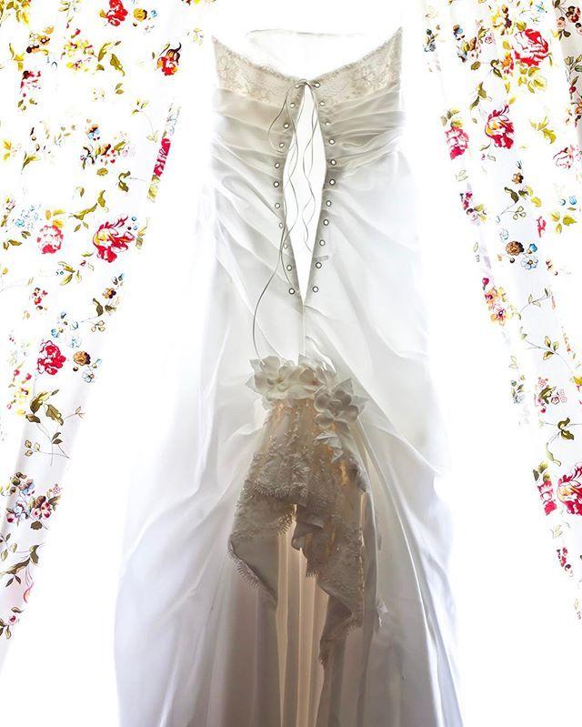 Свадебное платье - одна из самых важных вещей на свадьбе. Особенно для невесты. Приехав в Дубай до свадьбы, наши специалисты покажут вам лучшие магазины и бренды свадебных платьев. Вы сможете подобрать наряд не только для самой церемонии, но и более легкое платье для торжества на пляже, для прогулки на яхте или поездки в пустыню. Так же мы поможем подобрать наряды для подружек невесты и мамы. Конечно, костюм для жениха. weddinginspiration #mydubai #организациясвадьбы #дубай…
