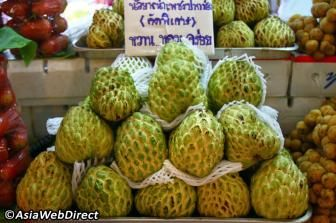 Custard Apples (Noi-Na) Light green and about the size of a tennis ball, the flesh of this knobby textured fruit is, much likecustard, best eaten with a spoon. The sweet tasting meat contains tiny black seeds.
