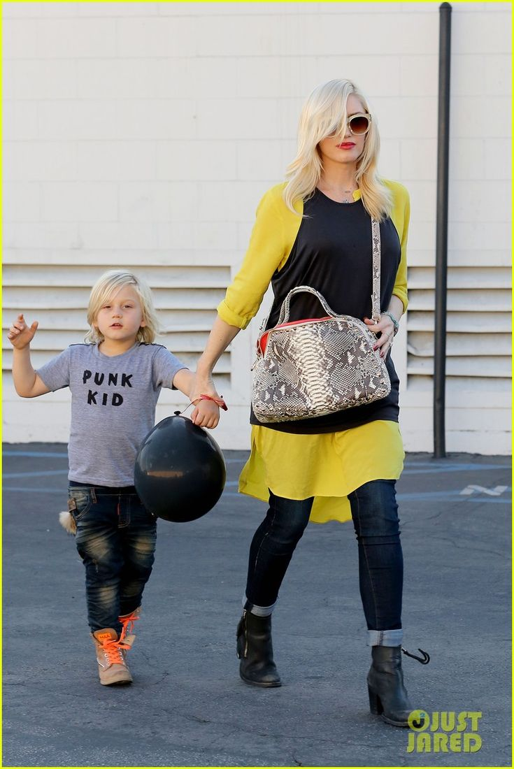 Gwen Stefani leaves a birthday party with her son Zuma on November 2, 2013
