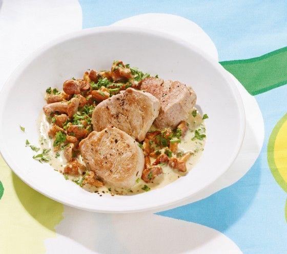 Schweinefilet mit Pfifferlingen: Die Pilze pfeifen kurz, wenn sie in die heiße Pfanne kommen, der Applaus hält länger an, denn dieses Gericht schmeckt einfach prima.