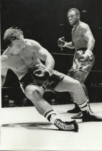Frazier KOs Zyglewicz - This Day in Boxing April 22, 1969