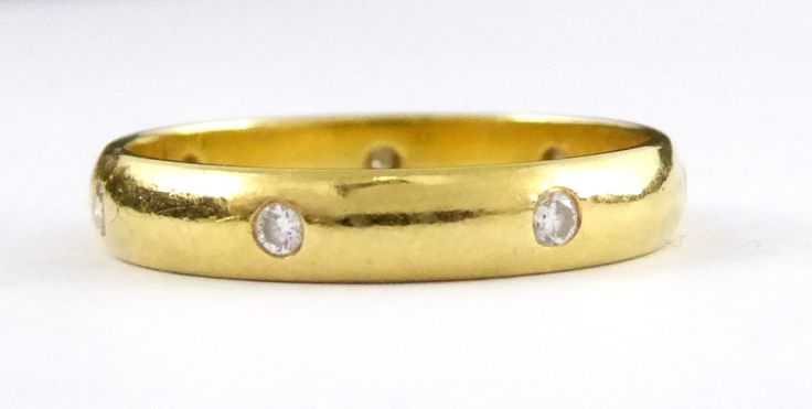 Hallmarked 18ct Gold Ring Inlaid with Seven Small Diamonds Setting Size L - The Collectors Bag
