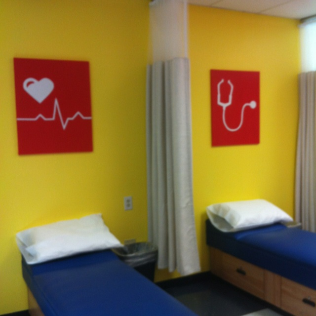 Love......wish my clinic was large enough for a couple of beds.