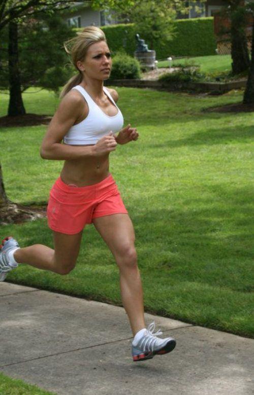 hot girl in sports bra running | Hot Girls In Sports Bras ...