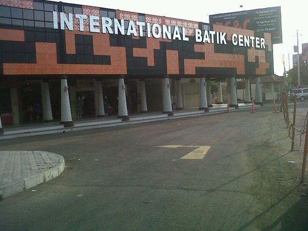 Mampir di International Batik Center Pekalongan /via @hendypoer