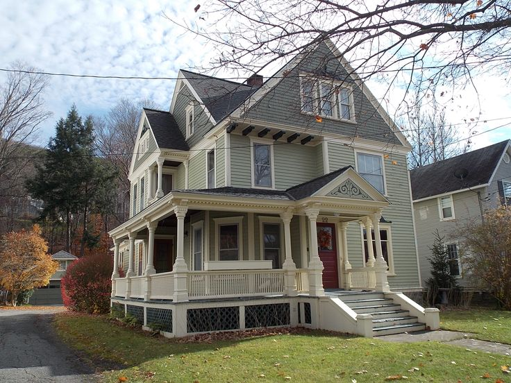 1000 images about old houses on pinterest 2 story foyer for Features of old houses