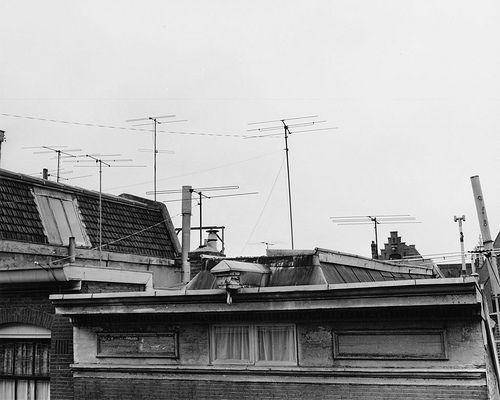 In 1953 kregen we  TV  en al snel stonden de daken vol met antennes.