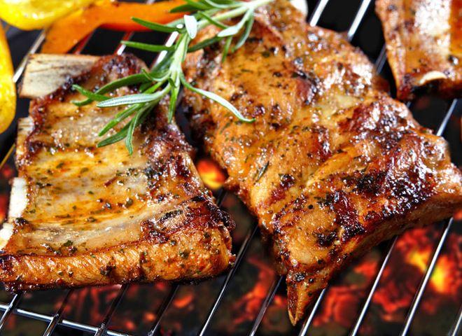 Свиные ребрышки гриль в маринаде с медом и пивом, ссылка на рецепт - https://recase.org/svinye-rebryshki-gril-v-marinade-s-medom-i-pivom/  #Мясо #блюдо #кухня #пища #рецепты #кулинария #еда #блюда #food #cook